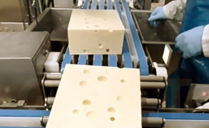 Load of machine of packaging - Solutions cheese dairy - Guelt