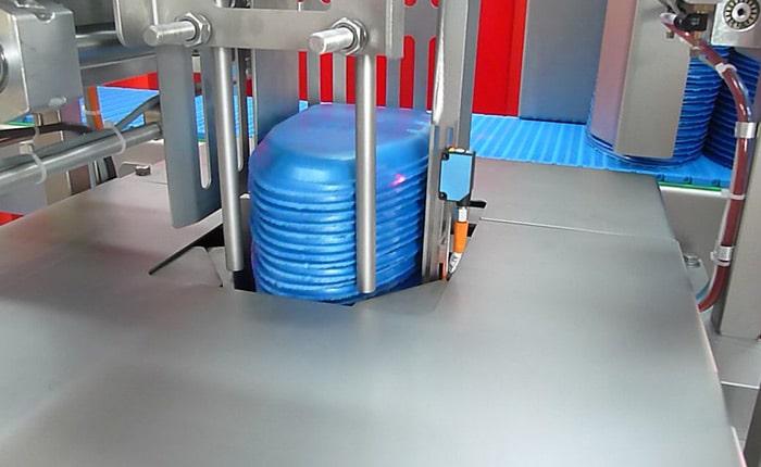 Guelt Conditionnement - Exemple de dépileur de barquettes pour poulet entier